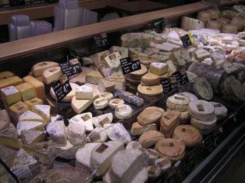 Vue sur les fromages affinés Claude Luisier